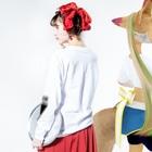 夏目郁の幸福教義 Long sleeve T-shirtsの着用イメージ(裏面・袖部分)