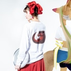 藍色Zooのはらぺこアカハライモリ Long sleeve T-shirtsの着用イメージ(裏面・袖部分)