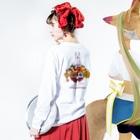中島みなみのAlice White Rabbit アリスの白ウサギ Long sleeve T-shirtsの着用イメージ(裏面・袖部分)