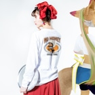 FRONT CURLのNO MANEY_OVER TIME Long sleeve T-shirtsの着用イメージ(裏面・袖部分)