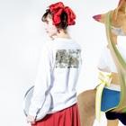 ソフトクリーム屋さんのぽわぽわさくら Long sleeve T-shirtsの着用イメージ(裏面・袖部分)