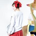 壽山 陸のスーパーリンドウ 音速ノ針鼠 Long sleeve T-shirtsの着用イメージ(裏面・袖部分)