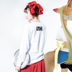 INNER-CHILD.colのnot emotional Long sleeve T-shirtsの着用イメージ(裏面・袖部分)