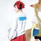Ms Amaryllis のMs Amaryllis continent logo Long sleeve T-shirtsの着用イメージ(裏面・袖部分)