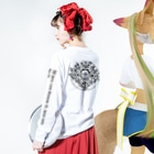 kotatsunekoの鬼神に横道無し Long sleeve T-shirtsの着用イメージ(裏面・袖部分)