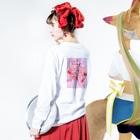 Mi Vida Locaのツーフェイス バックプリント ロンT Long Sleeve T-Shirtの着用イメージ(裏面・袖部分)