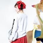 『ひざ通商。』HIZA-TRADING COMPANY IN SUZURIの仏印h.t.(施無畏印・与願印)黒 Long sleeve T-shirtsの着用イメージ(裏面・袖部分)