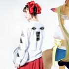 """Mieko_KawasakiのWhat is """"cute""""?  Long Sleeve T-Shirtの着用イメージ(裏面・袖部分)"""