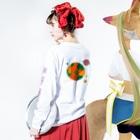うたうた星のにんじん星の人 Long sleeve T-shirtsの着用イメージ(裏面・袖部分)
