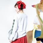 たぬきゅんショップのおまんじゅう Long sleeve T-shirtsの着用イメージ(裏面・袖部分)