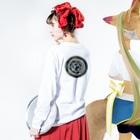 wamiのサツサつづ歌 Long sleeve T-shirtsの着用イメージ(裏面・袖部分)