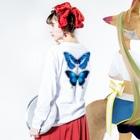 913WORKS WEB SHOP SUZURIの2種の蝶のロングスリーブ Long sleeve T-shirtsの着用イメージ(裏面・袖部分)