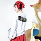 がらぱごす神社@100円セール中(オモイデミテ)の素晴らしきは日常 Long sleeve T-shirtsの着用イメージ(裏面・袖部分)