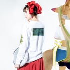 coco70のcannabis L/S T-shirt by coco70 Long sleeve T-shirtsの着用イメージ(裏面・袖部分)