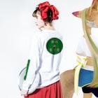 横浜ボーイ酒カウトの横浜酒童子団御札 Long Sleeve T-Shirtの着用イメージ(裏面・袖部分)