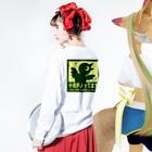 FINCH LIQUEUR RECORDSの小鳥がノッテマス Long sleeve T-shirtsの着用イメージ(裏面・袖部分)