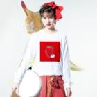 MOGUMO SHOPのいちごもぐもぐくん Long sleeve T-shirtsの着用イメージ(表面)