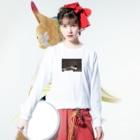 ino_taroの強烈!!変顔ウシくん  Long sleeve T-shirtsの着用イメージ(表面)