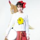 tetepopoのバタバタするヒヨコさん Long sleeve T-shirtsの着用イメージ(表面)