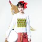 Mieko_Kawasakiの魅惑のフライドポテト🍟 GULTY PLEASURE FRENCH FRIES GREEN Long Sleeve T-Shirtの着用イメージ(表面)