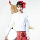 渡画楽吹 〜watarigarasu〜のアマビエ✖️北斎パロ [凱風快晴] Long sleeve T-shirtsの着用イメージ(表面)