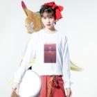 膝舐め・ショッピングセンターのCALENDAR 1・9・8・4 MARINA MIZUSHIMA TRAVEL AGENCY Long sleeve T-shirtsの着用イメージ(表面)
