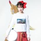YASCORN(やすこーん)鉄道の「踊り子」185系と富士山、桜 イラスト Long sleeve T-shirtsの着用イメージ(表面)