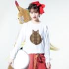 SHOP W SUZURI店の猫の丸い背中(キジトラ) ロングスリーブTシャツ Long sleeve T-shirtsの着用イメージ(表面)