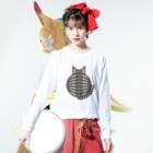 SHOP W SUZURI店の猫の丸い背中(サバトラ) ロングスリーブTシャツ Long sleeve T-shirtsの着用イメージ(表面)