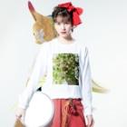 harucameraのharucamera マトリカリア Long sleeve T-shirtsの着用イメージ(表面)