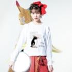 空とぶペンギン舎のマユダチペンギン Long sleeve T-shirtsの着用イメージ(表面)