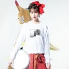 maka【FENNEL】のロングスリーブTシャツ(白) Long sleeve T-shirtsの着用イメージ(表面)