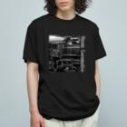 ノスタルジック ランドスケープのD51498 運転席周辺 白いレタリング (モノクロフォト) Organic Cotton T-Shirt