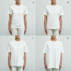 Akane Yabushita SUZURI Shopの【日本レトロ#30】花札 Organic Cotton T-shirtsのサイズ別着用イメージ(女性)