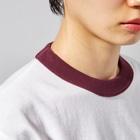DECORのネコがいっぱい ひまわりver. Ringer T-shirtsの襟元のリブ部分