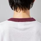 - さらさら -の黒にゃー Ringer T-shirtsの襟元のリブ部分
