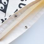 NIKORASU GOのユーモアワンコデザイン「ご飯が待っているのだ」 Sacochesのスナップボタン部分
