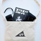 陽崎杜萌子@LINEスタンプ販売中の 白いハニワ【ゆるロゴ(ブラック)】 Sacochesに物を入れた場合