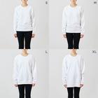 アムモ98ホラーチャンネルショップの心霊~パンデミック~イラスト モノクロVer Sweatsのサイズ別着用イメージ(女性)
