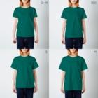 モモケグッズの例の猫まんなか T-shirtsのサイズ別着用イメージ(女性)