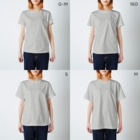 ねこのかくれが的ひみつきちハウスの本醸造しょうゆ T-shirtsのサイズ別着用イメージ(女性)