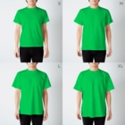 Kifuyuの花と猫 T-shirtsのサイズ別着用イメージ(男性)