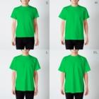 うめこずかんの筋肉チワワ黒 T-shirtsのサイズ別着用イメージ(男性)