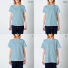 galleryHAKUSENの独身アパートどくだみ荘「飛び降りるヨシオ」 T-shirtsのサイズ別着用イメージ(女性)