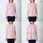 ウチのMEIGENやさんの母の落書き ネコ ツナ缶いっちゃう? T-shirtsのサイズ別着用イメージ(女性)