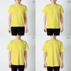 引田玲雄 / Reo Hikitaのカエルメイト(Frog-mates)より「ブルベリガエル」のグッズ T-shirtsのサイズ別着用イメージ(男性)