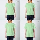 西表かえる連合公民館のしまのなかまSLOW ヤエヤマアオガエル バックプリント T-shirtsのサイズ別着用イメージ(女性)