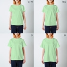 hikaliyanoの昭和グループ T-shirtsのサイズ別着用イメージ(女性)