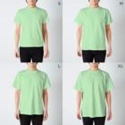 西表かえる連合公民館のしまのなかまSLOW ヤエヤマアオガエル バックプリント T-shirtsのサイズ別着用イメージ(男性)