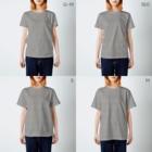 料理初心者とベタなドジのクロックムッシュなモモンガ T-shirtsのサイズ別着用イメージ(女性)